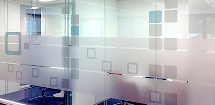 Impresi n e instalaci n de vinilos glaseados o vinilos al - Vinilos translucidos para cristales ...